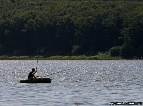 ловля с лодки на реке кубань